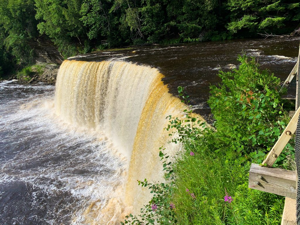 best places to visit in upper peninsula michigan: upper tahquamenon falls