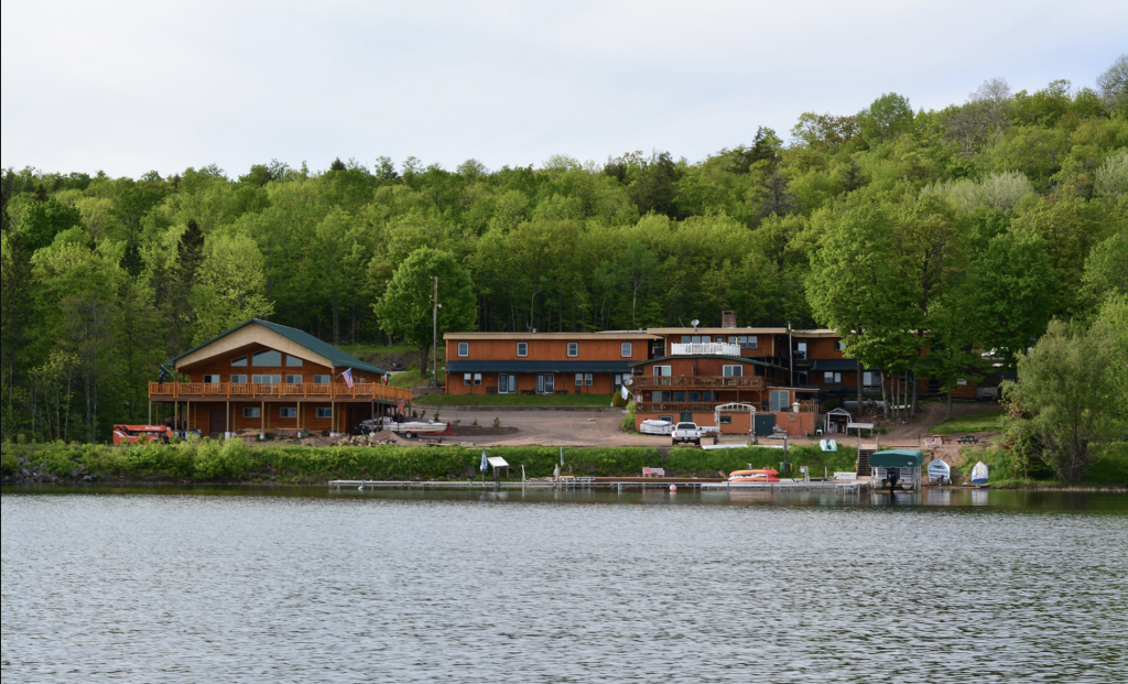best places to visit in upper peninsula michigan: lake gogebic walleye lodge