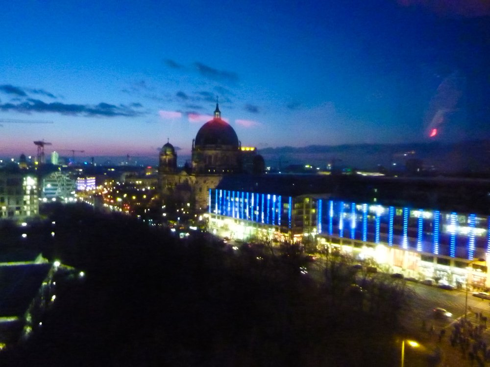 berlin insider tips: This photo, taken from atop a Ferris wheel at the Alexanderplatz Christmas fair, shows the city brilliantly lit up against the night sky.
